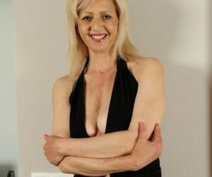 Older blonde broad uncovers her saggy tits as she removes..