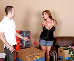 Sexy mom with big boobs Kianna Dior enjoys reality sex on..