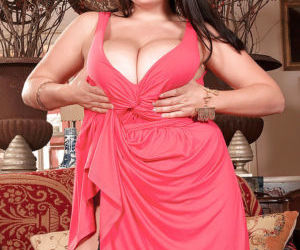 Chunky European MILF Arianna Sinn revealing huge tits in..