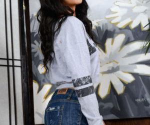 Amateur Latina teen Maya Bijou shows off her stretched..