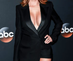 Picture- Jenna Fischer legs and cleavage