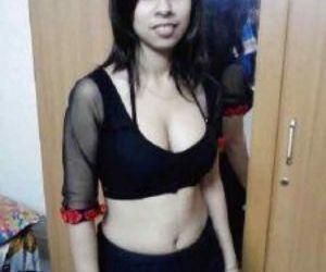 Picture- Bengali sexy Hindu Boudi hot dress changing pics