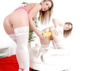 Lesbian teen Roxie penetrates Teena White with her huge..