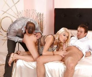 Jasmine Rouge removes undies to have double penetration..