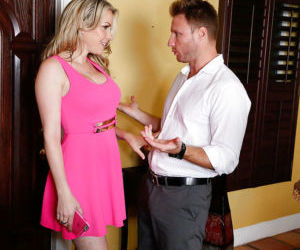 Milf Courtney Cummz is banging with her lover after..