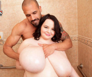 Obese brunette female Peyton Thomas gets nailed hard in..