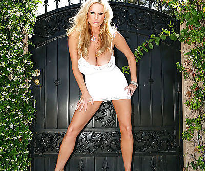 Kelly Madison does some amazing posing outdoor in her backyard