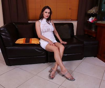 Mature babe Nora Noir is demonstrating her wonderful slim legs