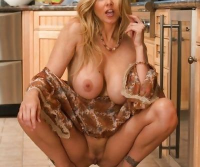 Awesome milf showing off in the kitchen
