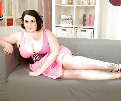 Overweight solo model Sarah Jane revealing saggy breasts and big butt